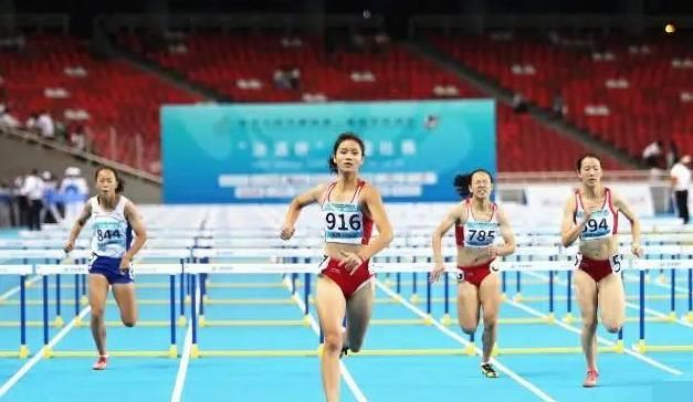 """中国""""女版刘翔"""",参赛前去2次厕所,生理期打破全国纪录引关注"""