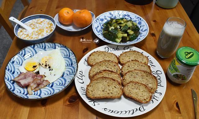 20分钟做好一桌早餐,样样都好吃,晒图都说两口子日子过得挺好