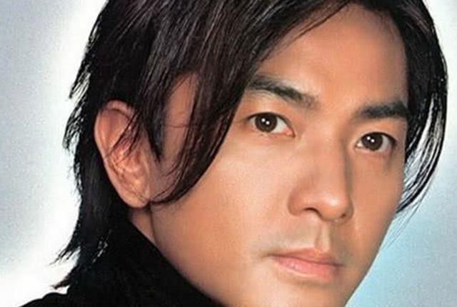 为什么郑伊健总是长发?网友看到他的短发后:原来如此
