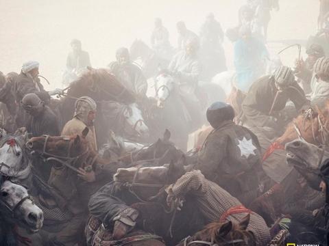 """阿富汗国民运动""""马背叼羊""""危机四伏"""