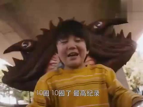 外星人抓了小男孩,加恩Q愤怒了变成了巨大化的怪兽
