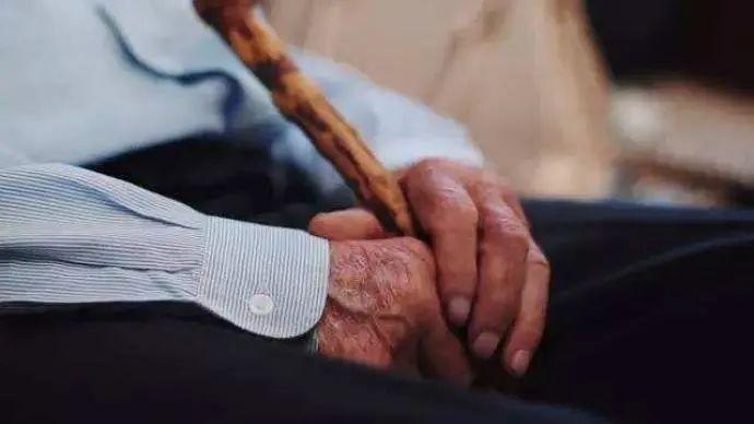 保护老年人权益,新情况要有新办法|澎湃社论