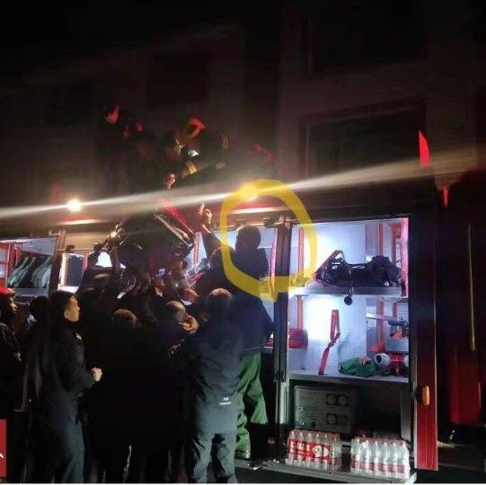洛阳武警战士四入火场救火,面对万元奖金他却说……