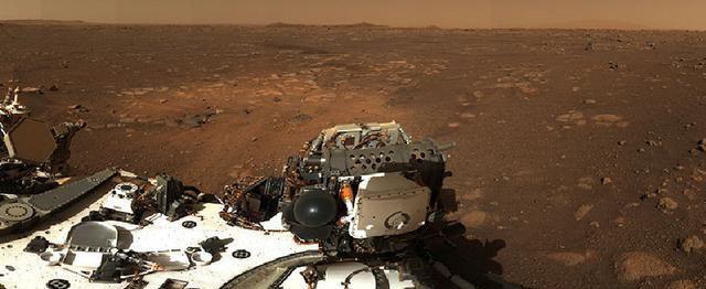 毅力号再次传回最新火星图像,肆虐的沙尘暴让天空一片朦胧!