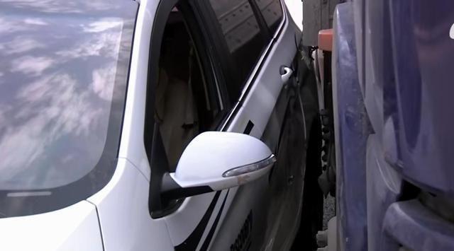 南京小车变道与直行卡车发生事故,司机:打了转向灯直行就必须让