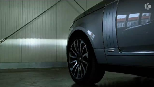 视频:路虎揽胜长轴版,相比卫士我还是喜欢揽胜这种大SUV ……