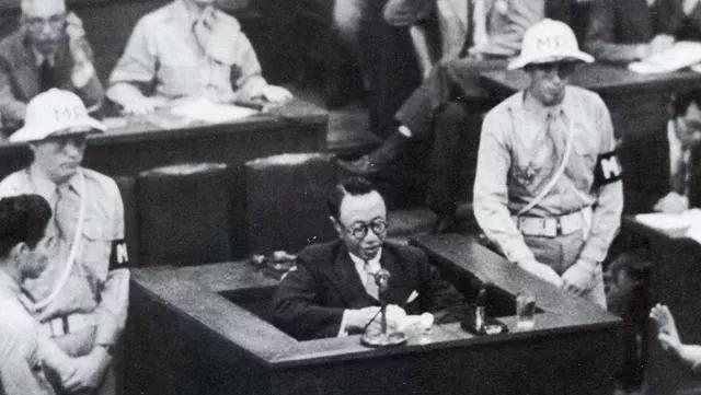 """溥仪最""""男人""""的8天,将审判席坐出龙椅的感觉,和日本天皇对骂"""