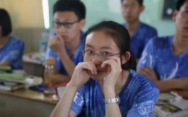 高考释放一重要信号,对2021高考生影响大,一类学生考高分难了
