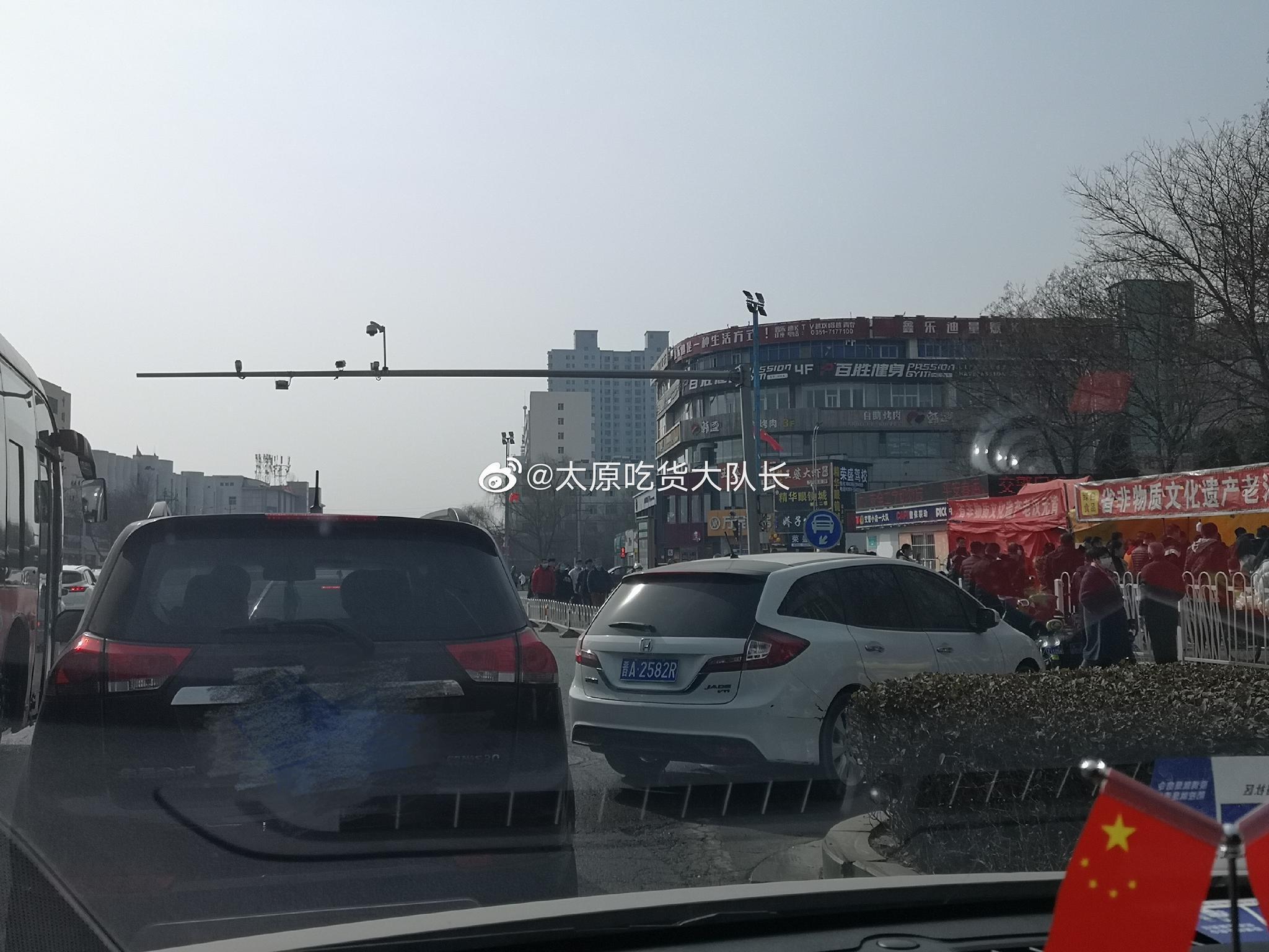 网友爆料:上午在小店区人民路从北往南方向……