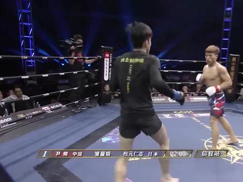 霸气90后,背对双手信庭散步,再来狂霸砸拳直接KO日本人