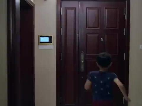 前妻找上门来,抑郁症儿子一见她就往后躲,前夫怒了直接赶她走