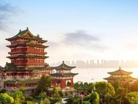 江西滕王阁,江南三大名楼之首,先后重建达29次之多,屡毁屡建