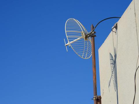 楼顶上的信号接收装置,原创拍摄