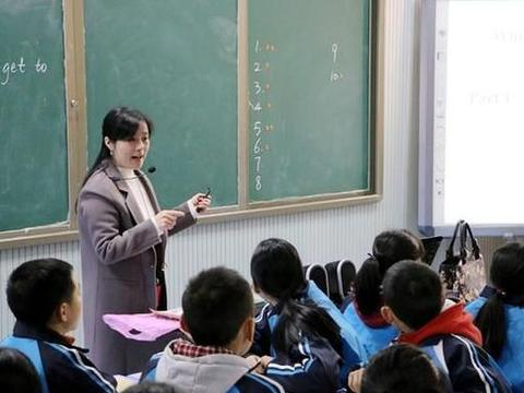 取消老师寒暑假,和公务员一样朝九晚五行吗?老师们反应意想不到