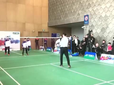 小霸王羽毛球3V1林丹,对超级丹来说太轻松了