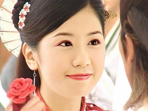 贾静雯的女儿先天弱视,双眼视力差高达600度,孩子眼睛不可忽视