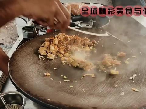 印度街头小吃,黄油煎蛋芝士面包卷,估计这是最干净的路边摊了