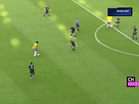 巴西队大战澳大利亚,大罗一看对手太弱,明显是收着踢