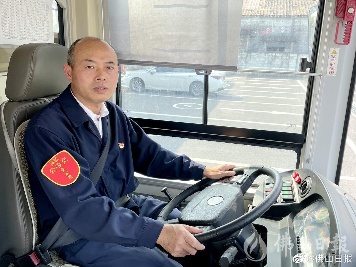 """佛山一公交车长获评广东""""十大感动交通人物"""""""
