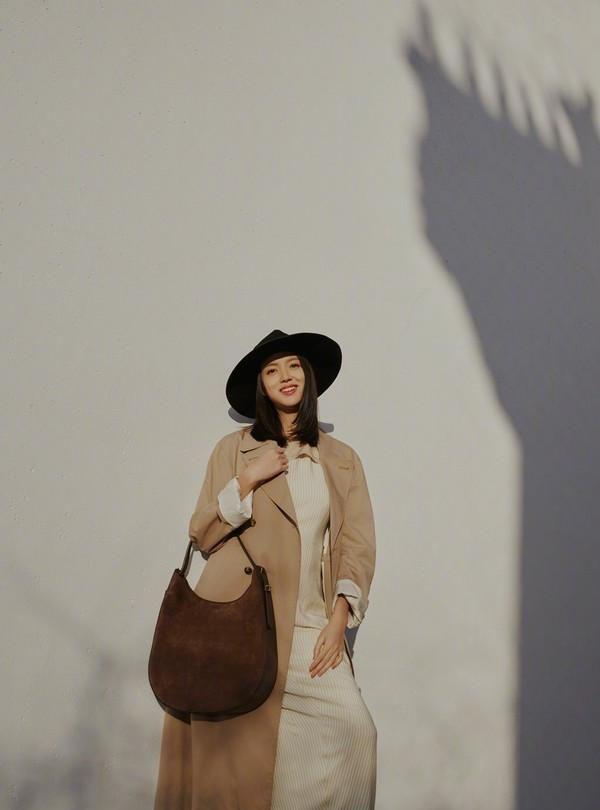 张梓琳挺6个月孕肚拼事业,春晚走秀之后,拍杂志封面又惊艳了