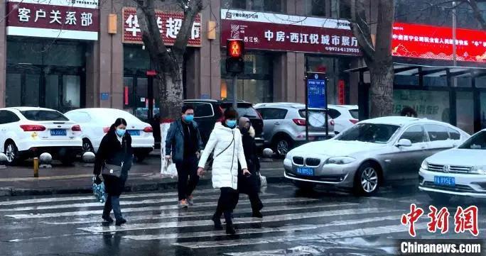 """青海多地迎来降雪 气温""""断崖式""""下降"""
