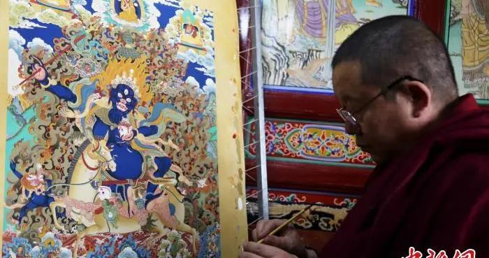 青海塔尔寺艺僧印巴尖措:花一辈子传承藏族指尖技艺