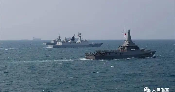中新(加坡)海军舰艇编队举行海上联合演习,中方参演兵力为导弹驱逐舰贵阳舰、导弹护卫舰枣庄舰