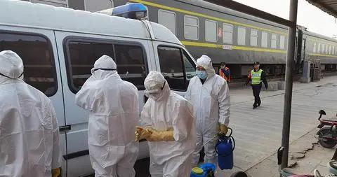 河北石家庄:列车恢复开行 消杀防疫保安全