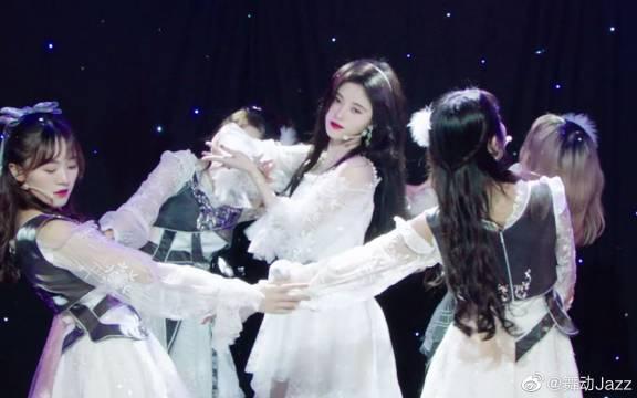 SNH48《冬日》剧场舞台版,怀念小鞠还和大家一起演出的时光