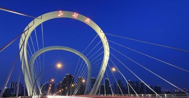 """中国""""运气最好""""的城市,虽超济南跻身一线,经济却比不上济南"""