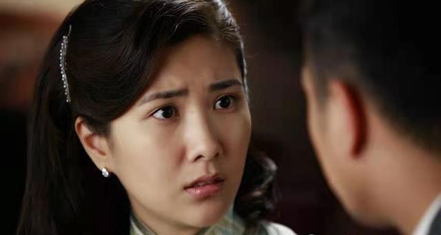 边潇潇和老公官宣相爱8年,育有两个宝贝,老公是导演文杰