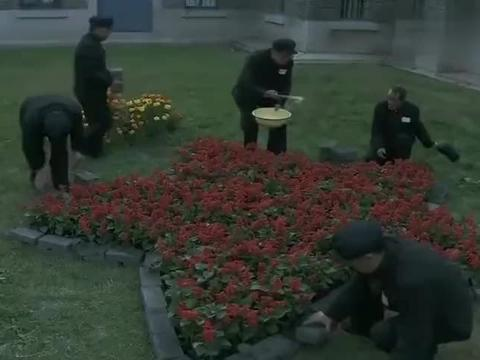 日本战犯吃着肉包子,看到解放军吃着窝窝头,内心瞬间被感动了