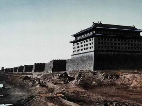 看完真正北京老城的照片,才明白北京的城墙不得不拆,否则会憋死