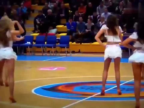 战斗民族的篮球联赛啦啦队,热舞表演!
