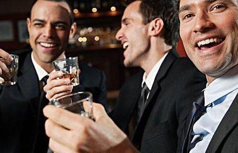 """喝酒能让人变成""""十八铜人""""?喝酒的危害,其实不止这一点"""