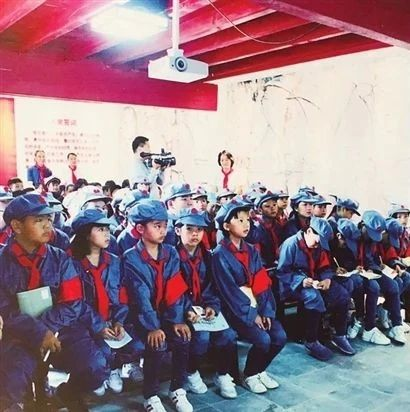 元江第二小学:红色基因代代相传 民族团结辈辈牢记