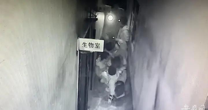 """合肥8名大学生玩""""密室逃脱""""发生踩踏事故 一女生鼻梁骨骨折"""