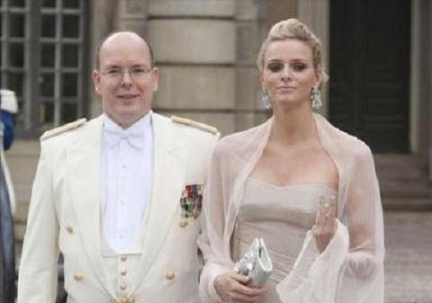 """摩纳哥王妃:""""南非美人鱼"""",3次逃婚被抓回,结婚当天以泪洗面"""