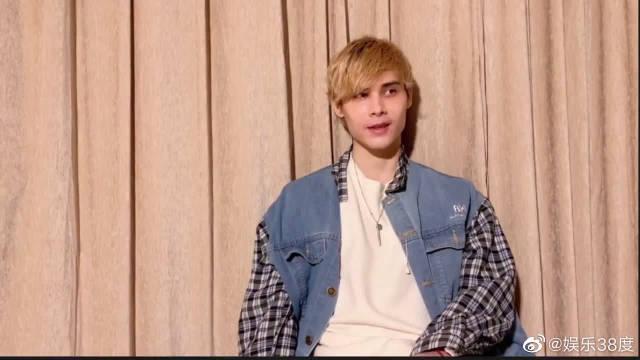 利路修采访:我没有选秀的欲望,只想卖衣服看美女……