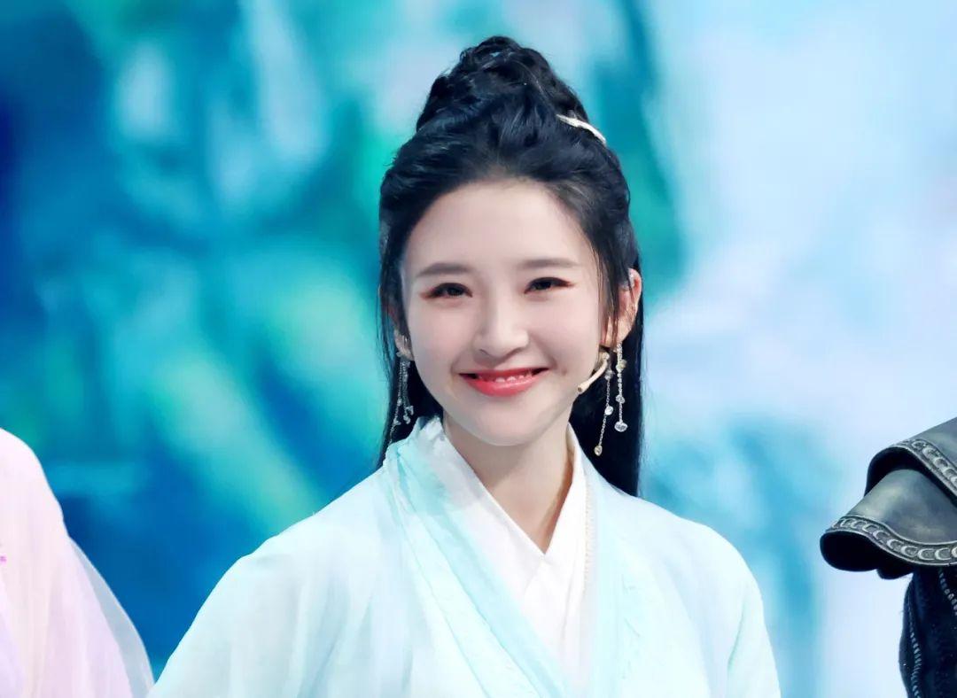 《王牌》唐嫣紫萱造型苹果肌抢镜,关晓彤版赵灵儿不如刘亦菲