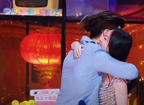 海豚湾恋人主角18年后合体,许绍洋拥抱张韶涵哭了,说好久不见
