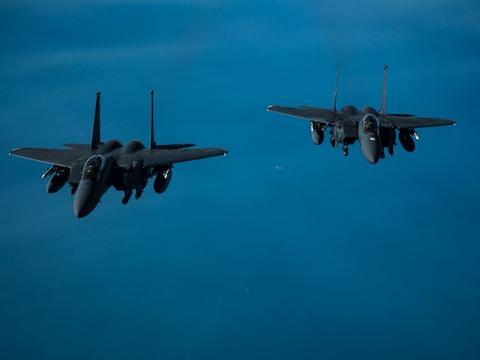 拜登下令美军轰炸叙利亚,中东硝烟再起,以色列货船发生大爆炸