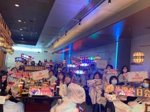 杨颖为自己举办汉服生日会,邀请粉丝吃火锅,场面热闹终生难忘