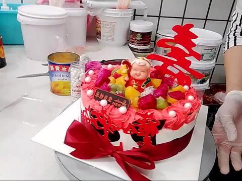 好漂亮的一款红边寿蛋糕,老父亲生日过的特别开心!