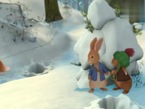 比得兔和本杰明用雪球、冰锥等办法阻止狐狸到陷阱去