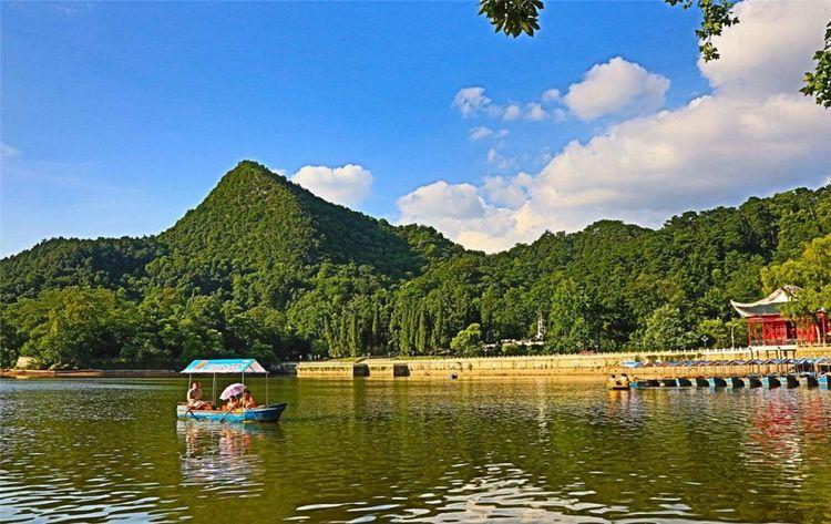 """贵州春游的最佳去处,内有六大浏览区,素有""""黔南第一山""""之称"""