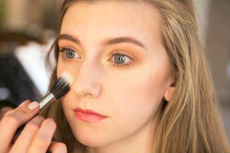哺乳期的女人可以化妆吗