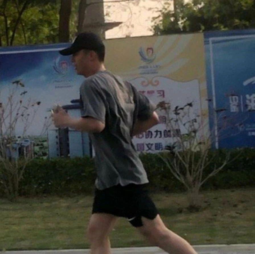 黄景瑜在北海四号路跑步,被偶遇