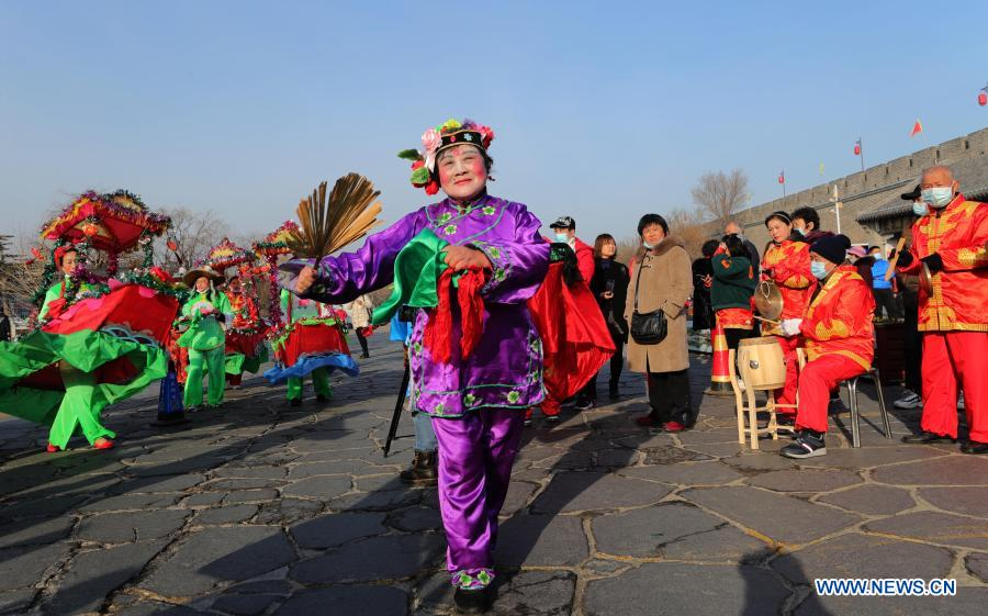 Local artists perform Yangge dance to celebrate the Lantern Festival in Penglai Pavilion scenic area of Yantai, east China's Shandong Province, Feb. 26, 2021. Various activities were held across China to celebrate the Lantern Festival on Friday, the 15th day of the first month of the Chinese lunar calendar. (Photo by Yu Liangyi/Xinhua)