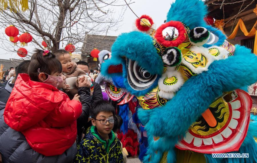 Local artists perform lion dance to celebrate the Lantern Festival in Yuncheng, north China's Shanxi Province, Feb. 26, 2021. Various activities were held across China to celebrate the Lantern Festival on Friday, the 15th day of the first month of the Chinese lunar calendar. (Photo by Xue Jun/Xinhua)